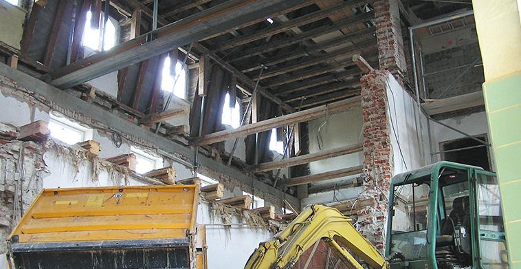 Entkernung Abstützung Dachstuhl