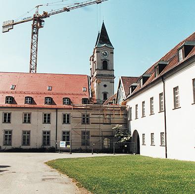 Klosterhof mit Baulücke für neues Treppenhaus