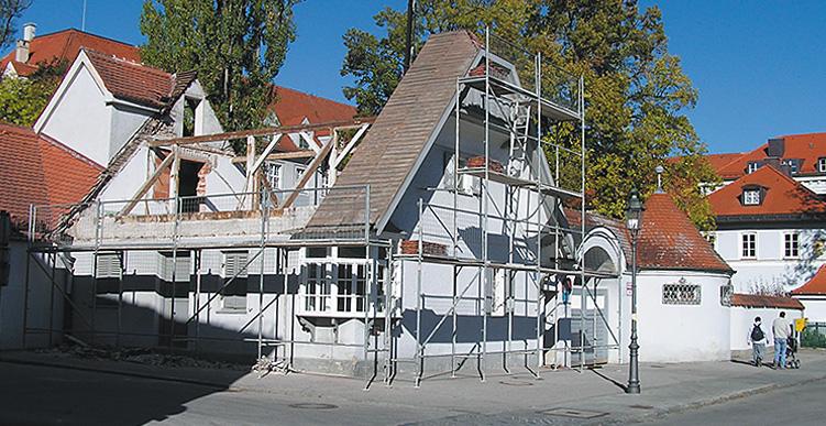 Abbruch alter Dachstuhl