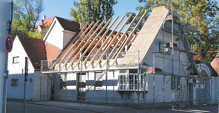 Aufstellung neuer Dachstuhl