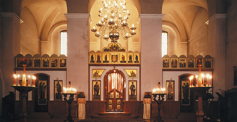 Gesamtansicht Ikonostase und Kirchenraum