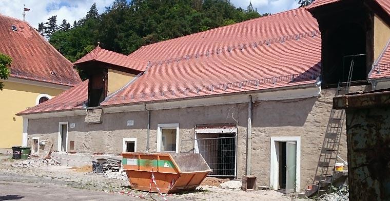 Ehem. Stallungen bzw. spätere Flaschenabfüllerei – Fassadenrekonstruktion